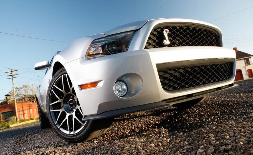 2011 Ford Mustang Shelby GT500 coupe - Slide 10