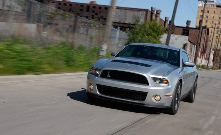 2011 Ford Mustang Shelby GT500 coupe - Slide 2