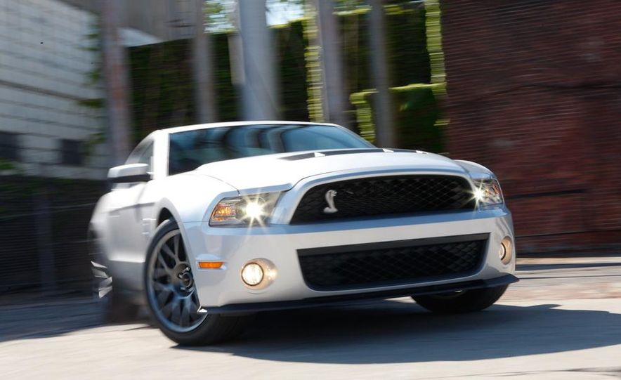 2011 Ford Mustang Shelby GT500 coupe - Slide 1