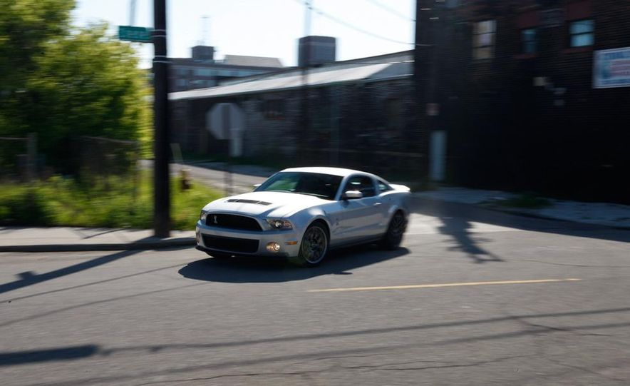 2011 Ford Mustang Shelby GT500 coupe - Slide 6
