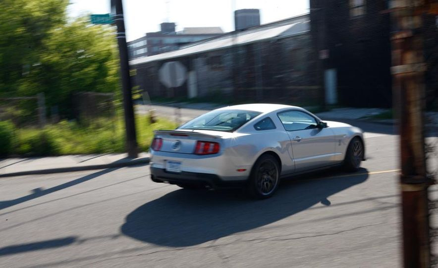 2011 Ford Mustang Shelby GT500 coupe - Slide 7