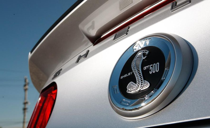 2011 Ford Mustang Shelby GT500 coupe - Slide 13