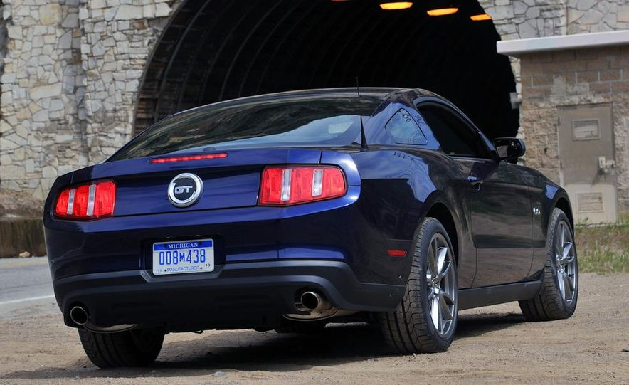 2011 Ford Mustang GT 5.0 coupe - Slide 5