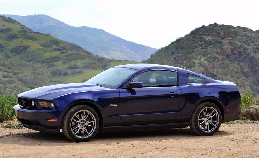 2011 Ford Mustang GT 5.0 coupe - Slide 6