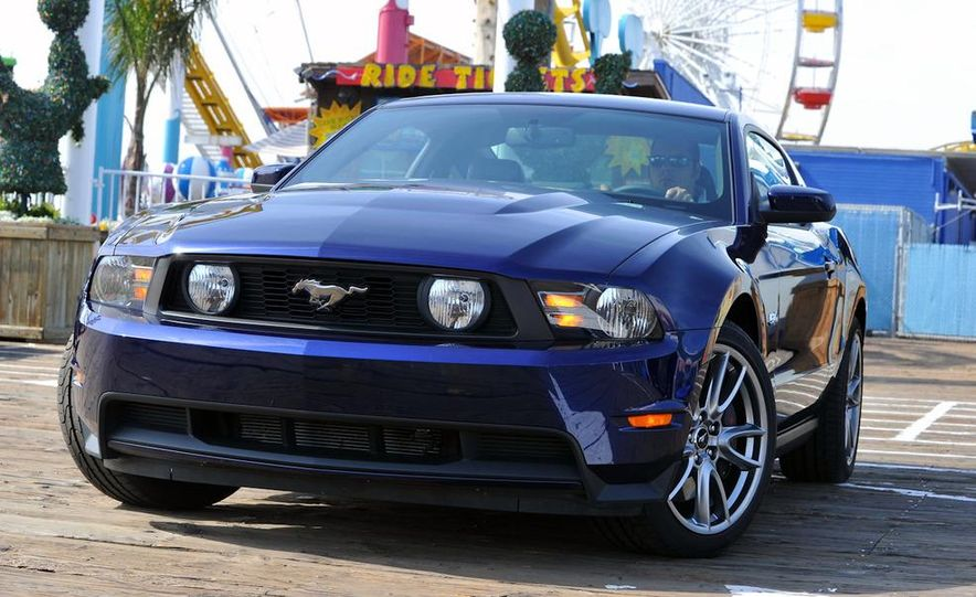 2011 Ford Mustang GT 5.0 coupe - Slide 7