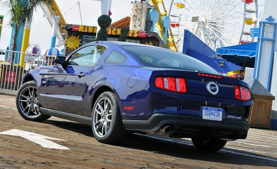 2011 Ford Mustang GT 5.0 coupe - Slide 8