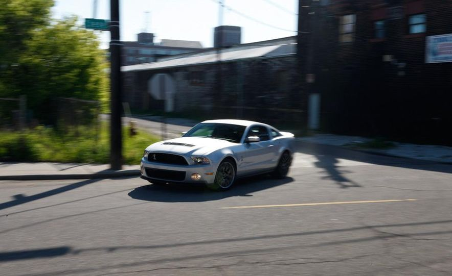2011 Ford Mustang GT 5.0 coupe - Slide 41