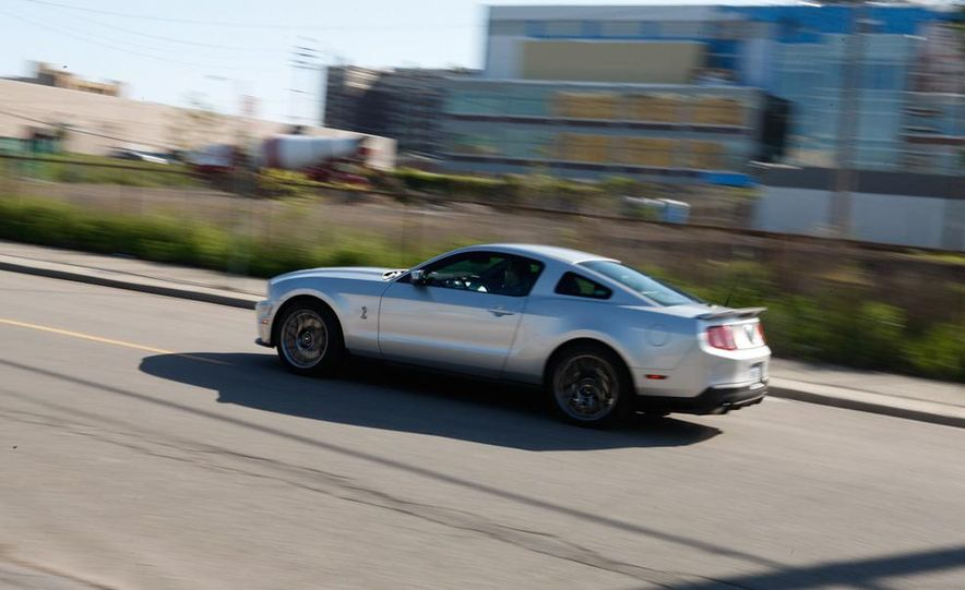 2011 Ford Mustang GT 5.0 coupe - Slide 42