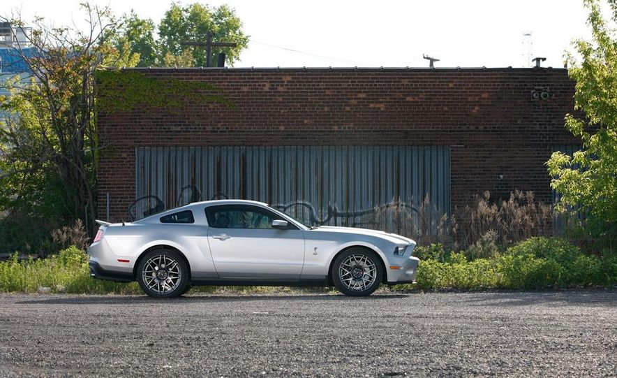 2011 Ford Mustang GT 5.0 coupe - Slide 44