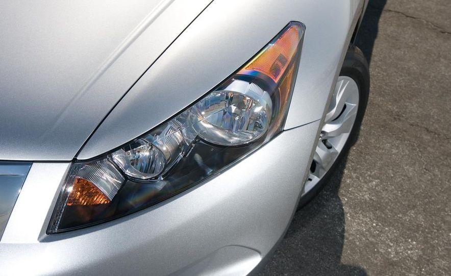 2011 Honda Accord EX-L V-6 coupe - Slide 33