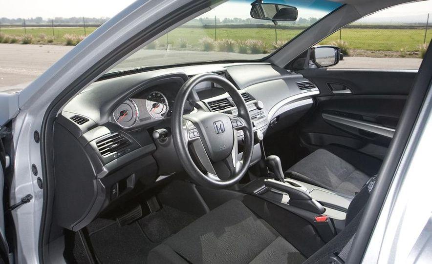2011 Honda Accord EX-L V-6 coupe - Slide 34