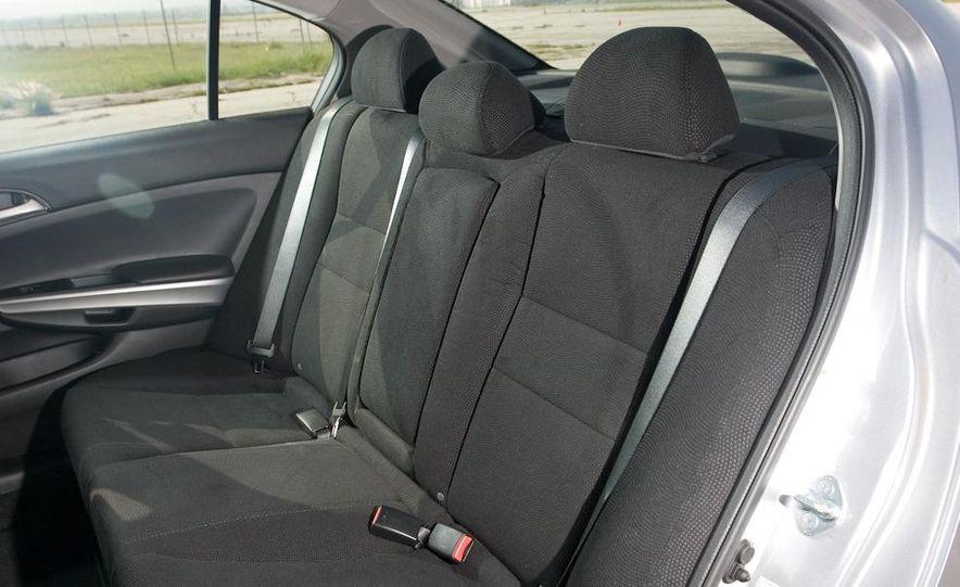2011 Honda Accord EX-L V-6 coupe - Slide 41