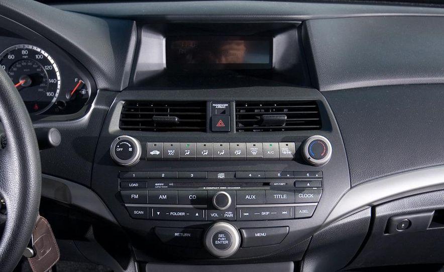 2011 Honda Accord EX-L V-6 coupe - Slide 36