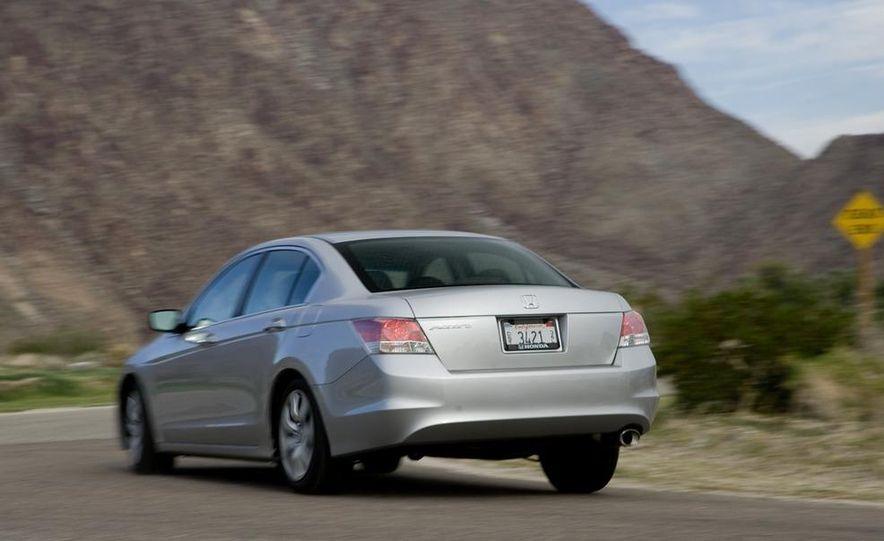 2011 Honda Accord EX-L V-6 coupe - Slide 31