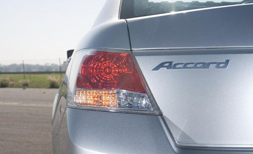 2011 Honda Accord EX-L V-6 coupe - Slide 29