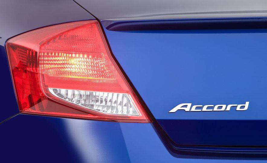 2011 Honda Accord EX-L V-6 coupe - Slide 8