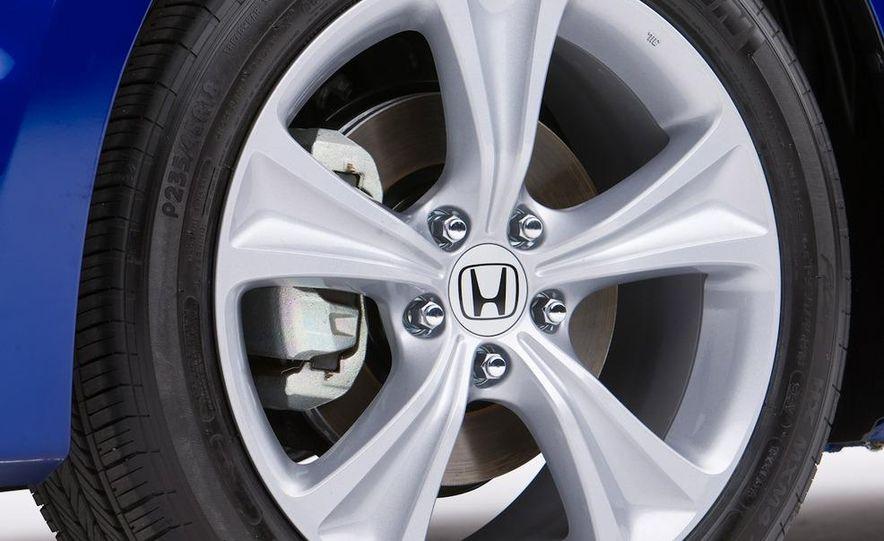 2011 Honda Accord EX-L V-6 coupe - Slide 9