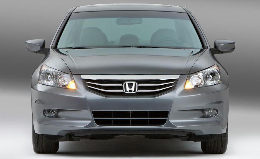 2011 Honda Accord EX-L V-6 coupe - Slide 16