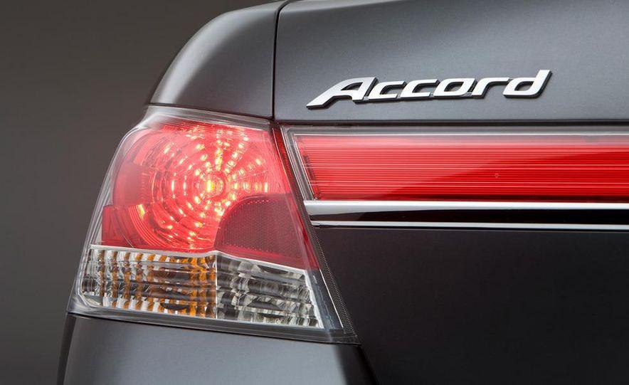 2011 Honda Accord EX-L V-6 coupe - Slide 19