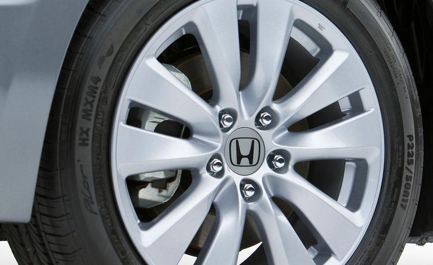 2011 Honda Accord EX-L V-6 coupe - Slide 20