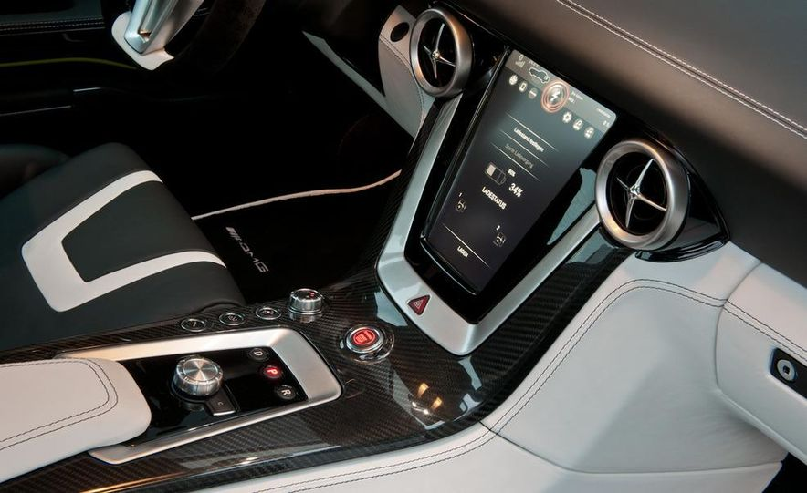 2013 Mercedes-Benz SLS AMG E-CELL - Slide 40