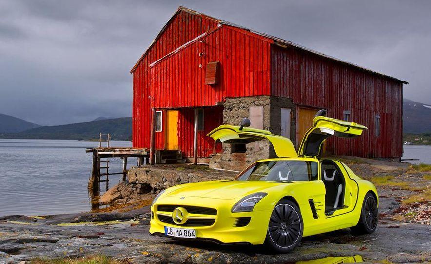 2013 Mercedes-Benz SLS AMG E-CELL - Slide 24