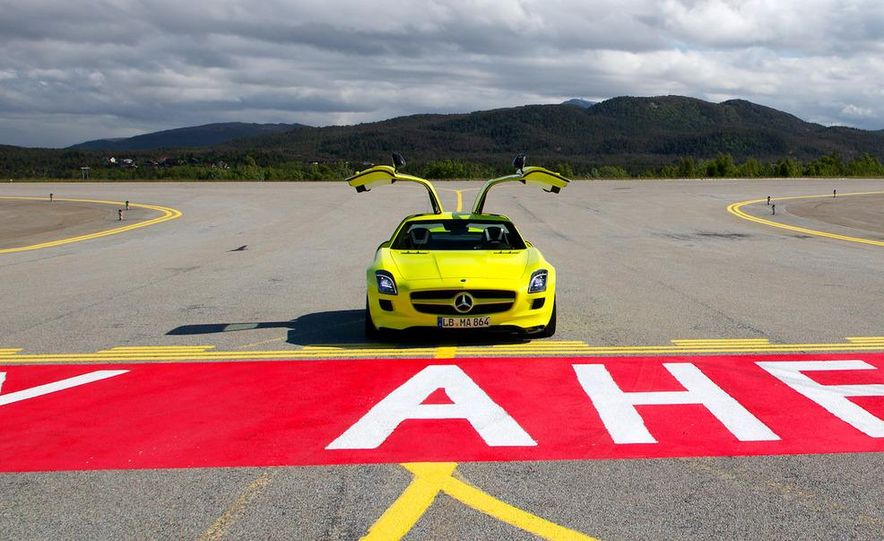 2013 Mercedes-Benz SLS AMG E-CELL - Slide 31