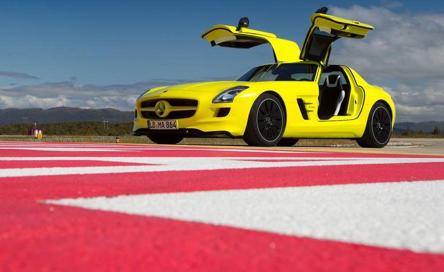 2013 Mercedes-Benz SLS AMG E-CELL - Slide 33
