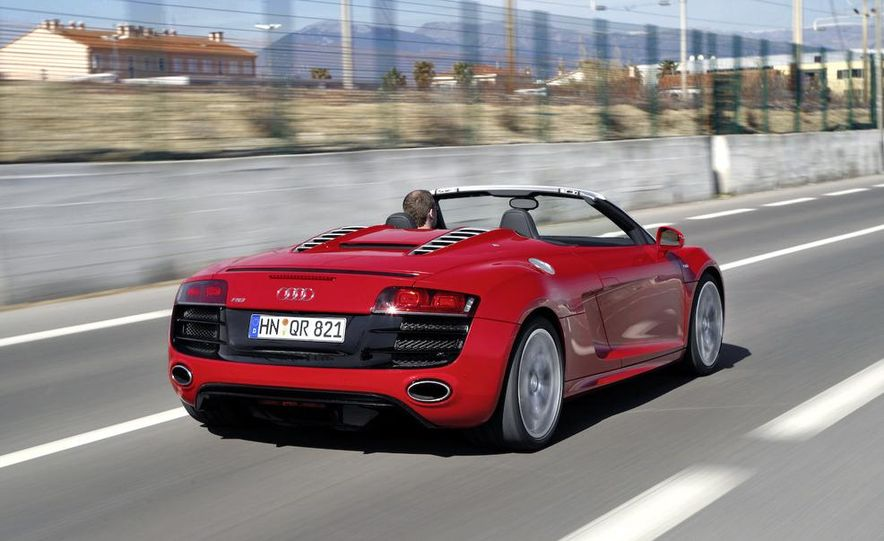 2011 Audi R8 5.2 V-10 FSI Quattro Spyder - Slide 5