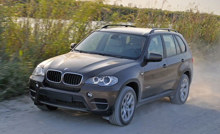 2014 bmw x5 photos and info news car and driver. Black Bedroom Furniture Sets. Home Design Ideas