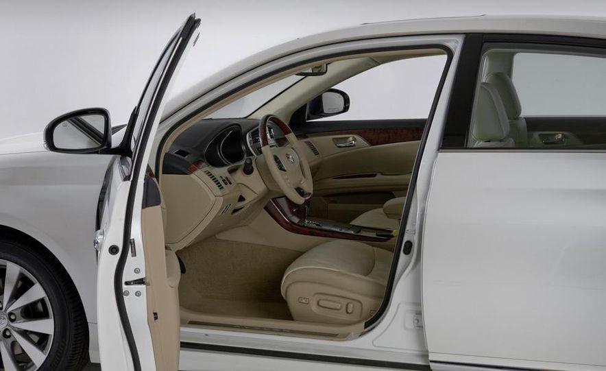 2011 Toyota Avalon - Slide 32