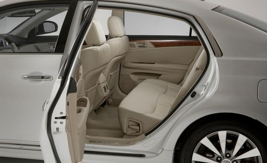 2011 Toyota Avalon - Slide 33