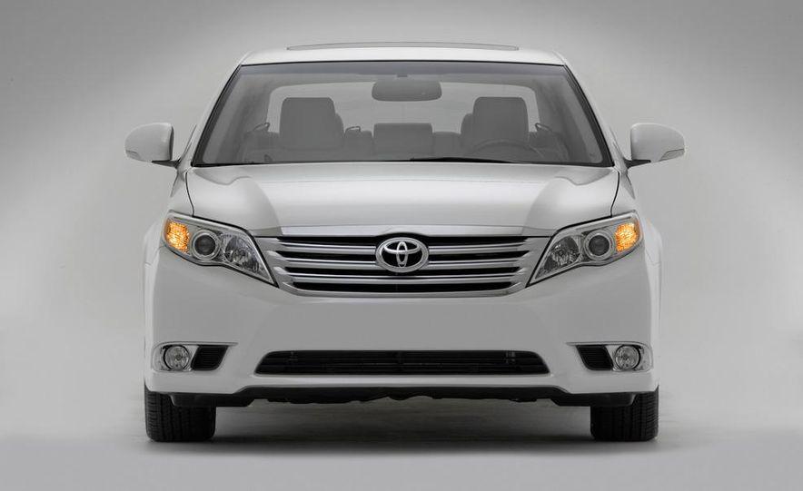 2011 Toyota Avalon - Slide 24