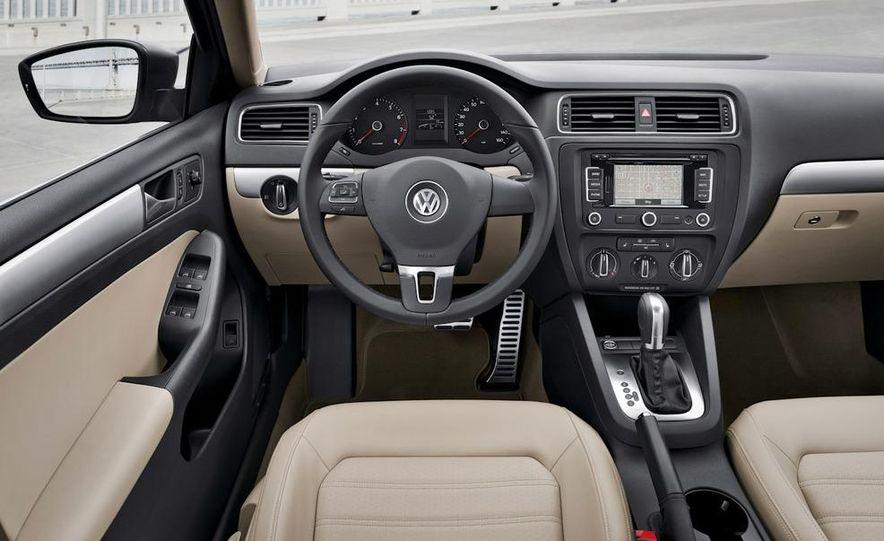 2011 Volkswagen Jetta 2.5 - Slide 24