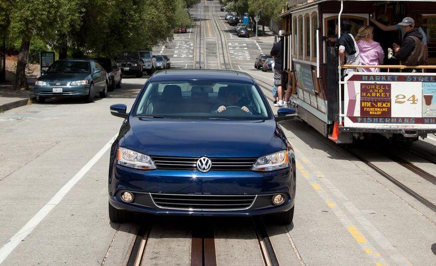 2011 Volkswagen Jetta 2.5 - Slide 3