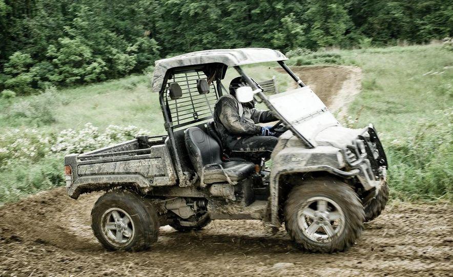 John Deere Gator XUV 825i - Slide 1