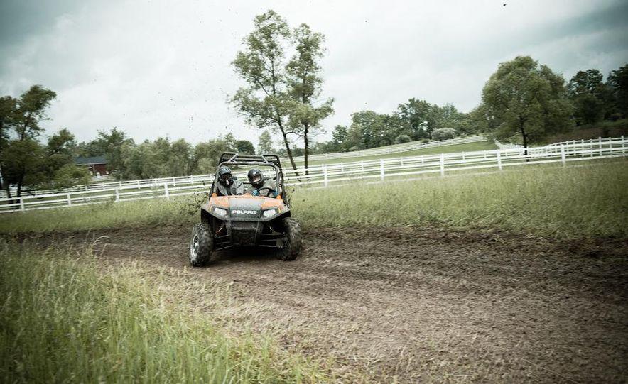 John Deere Gator XUV 825i - Slide 8