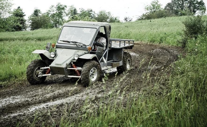 John Deere Gator XUV 825i - Slide 10