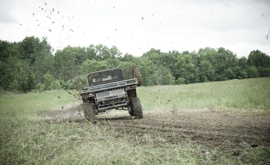 John Deere Gator XUV 825i - Slide 11