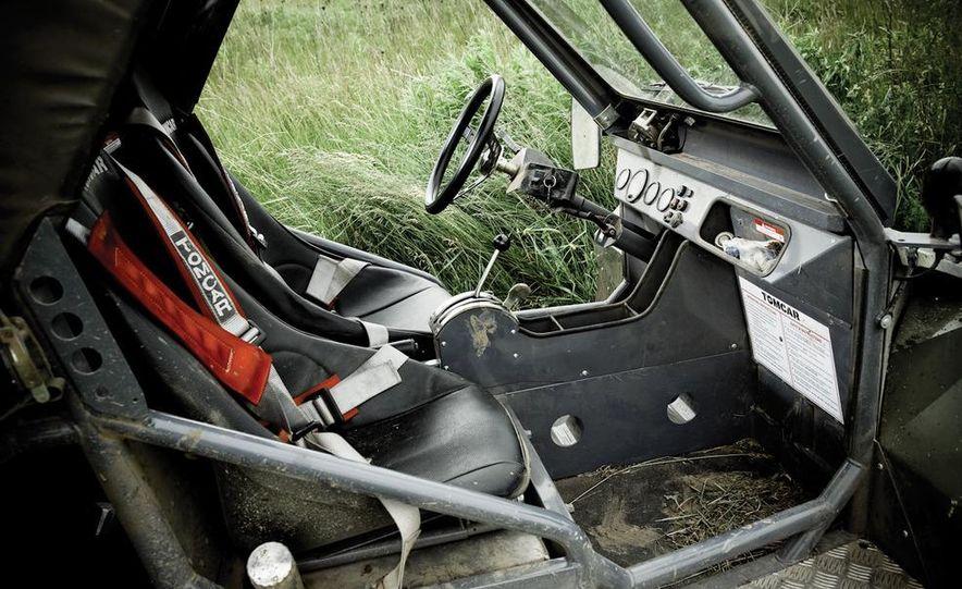 John Deere Gator XUV 825i - Slide 12