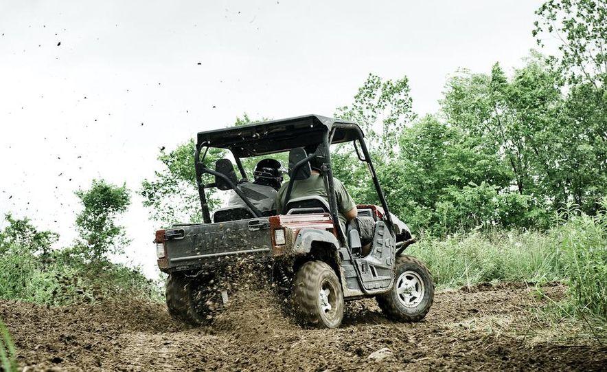 John Deere Gator XUV 825i - Slide 13