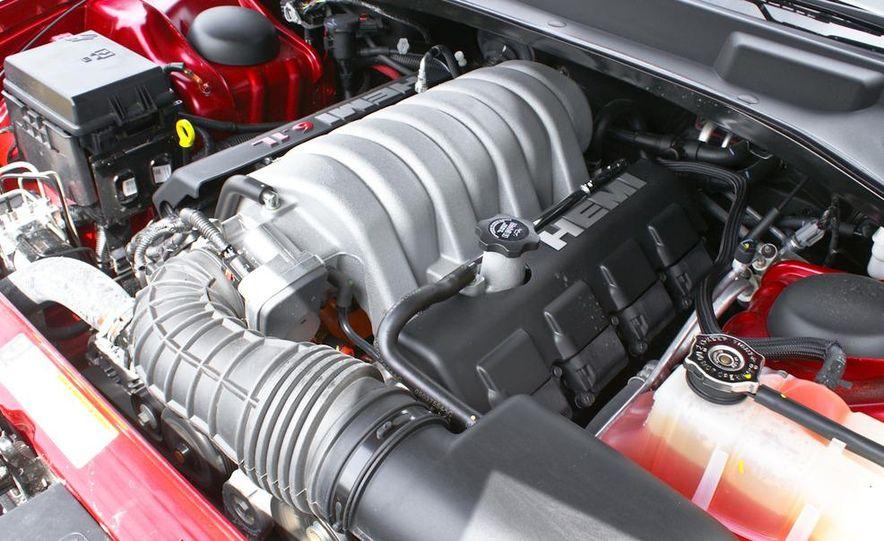 2010 Chrysler 300C SRT8 - Slide 16