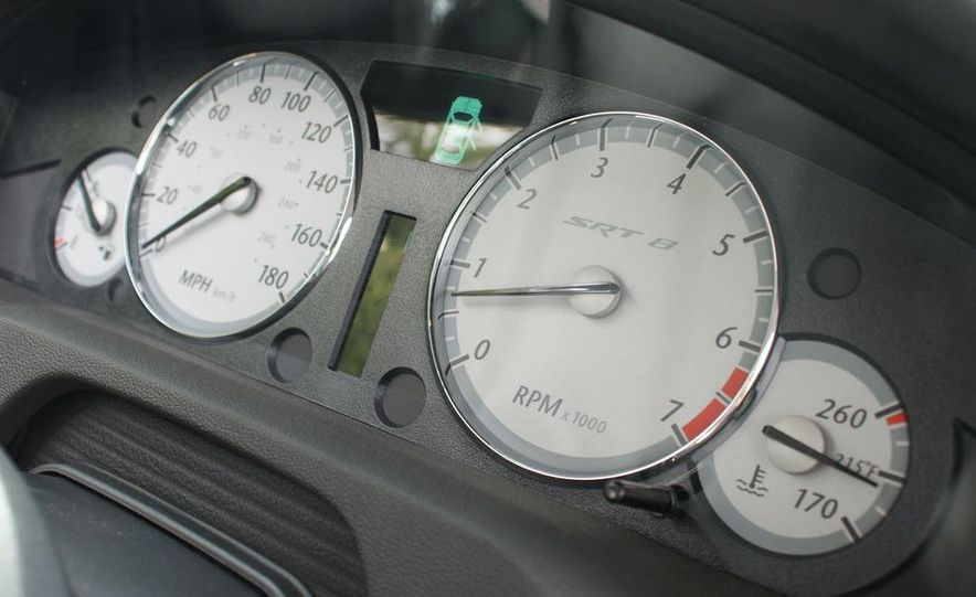 2010 Chrysler 300C SRT8 - Slide 23
