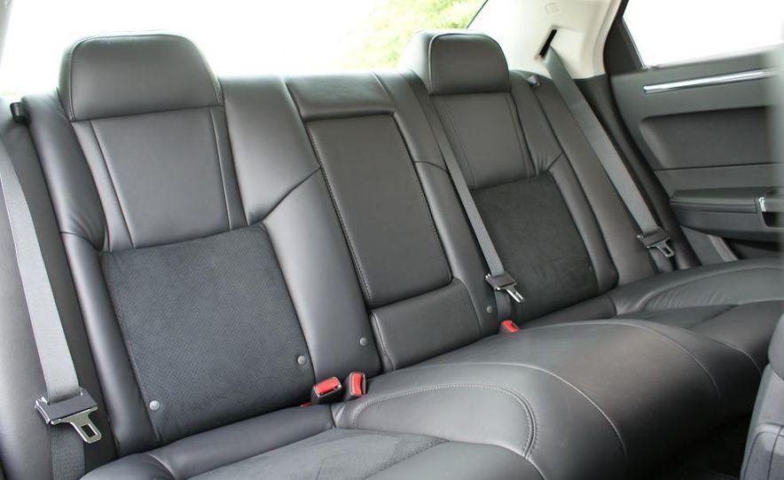 2010 Chrysler 300C SRT8 - Slide 21