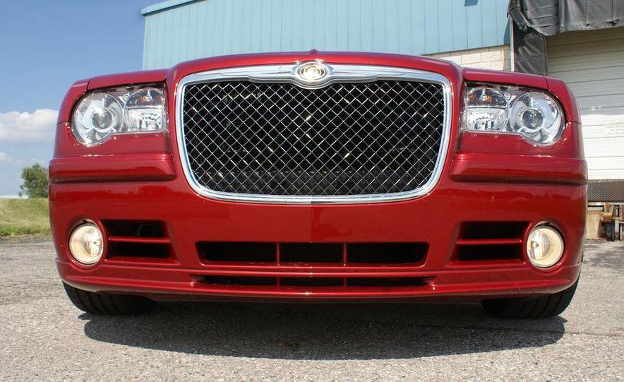 2010 Chrysler 300C SRT8 - Slide 10