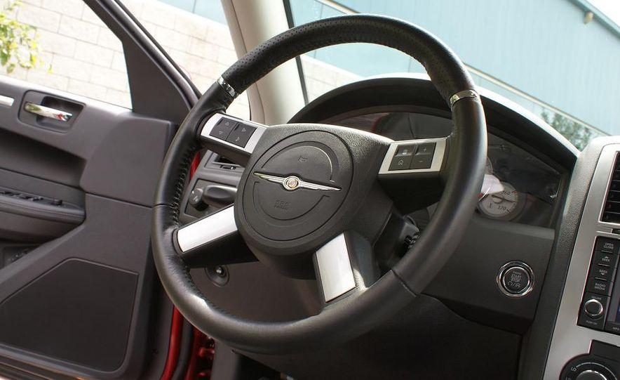 2010 Chrysler 300C SRT8 - Slide 18