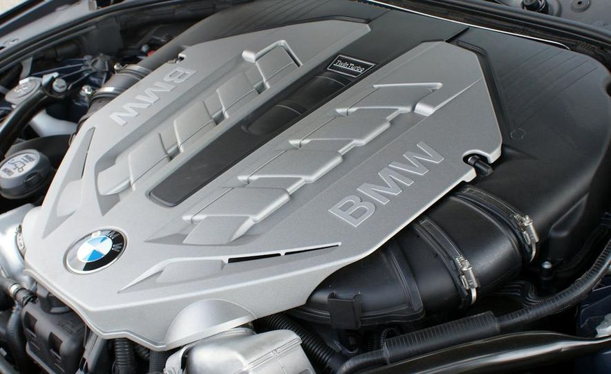 2011 BMW 550i automatic - Slide 25