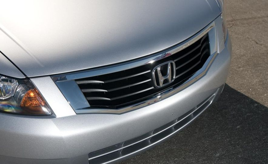2011 Honda Accord EX-L V-6 sedan - Slide 20