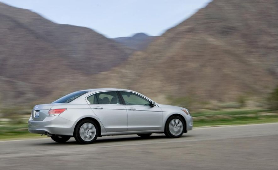 2011 Honda Accord EX-L V-6 sedan - Slide 18