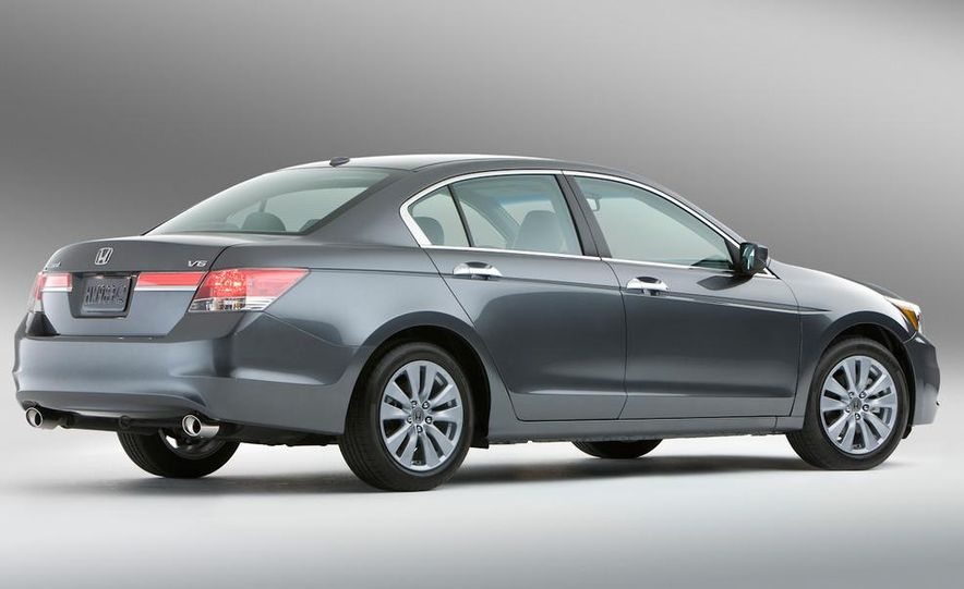 2011 Honda Accord EX-L V-6 sedan - Slide 4